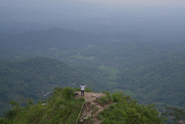 Puncak Gunung Kukusan, Magelang Jawa Tengah