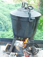 Prażuchy, prażonki, duszonki czy kociołek kociołek duszone ziemniaki cebula boczek kiełbasa kapusta grill pomysł na grilla bbq broil king keg zapiekane  na ognisku biwak zamiast grilla cauldron braised potatoes onion bacon sausage cabbage Grill the idea for the grill bbq broil king keg roasted on fire bivouac instead of the grill großer Kessel geschmort Kartoffeln Zwiebel Speck Wurst Kohl Grill Die Idee für den Grill bbq broil König Fass geröstet in Brand Biwak anstelle des Grills chaudron braisé pommes de terre oignon bacon saucisse chou gril l'idée pour le gril bbq broil roi keg grillé en feu bivouaquer au lieu de la grille wok