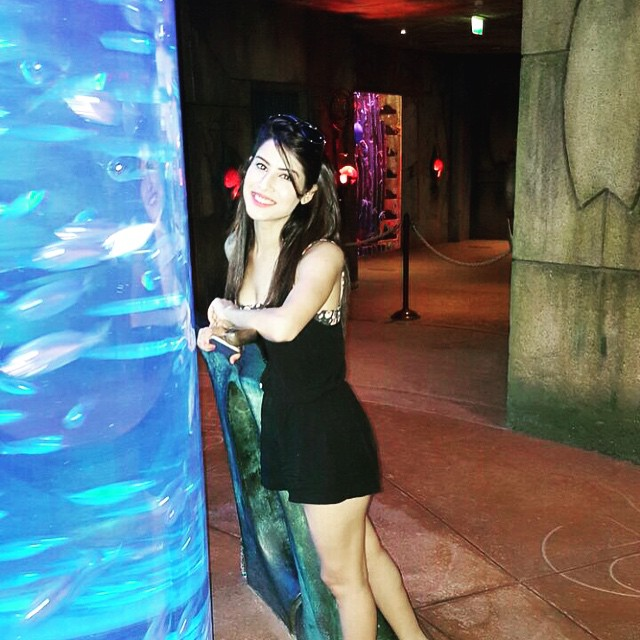 acting all touristy😇, Model Sheetal Thakur Hot Pics from her Dubai Trip