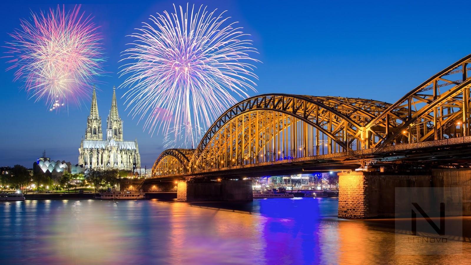 Fireworks-on-New-Year's-Tema-Windows-10