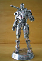 Manualidades con material reciclado - Muñeco robot hecho con latas