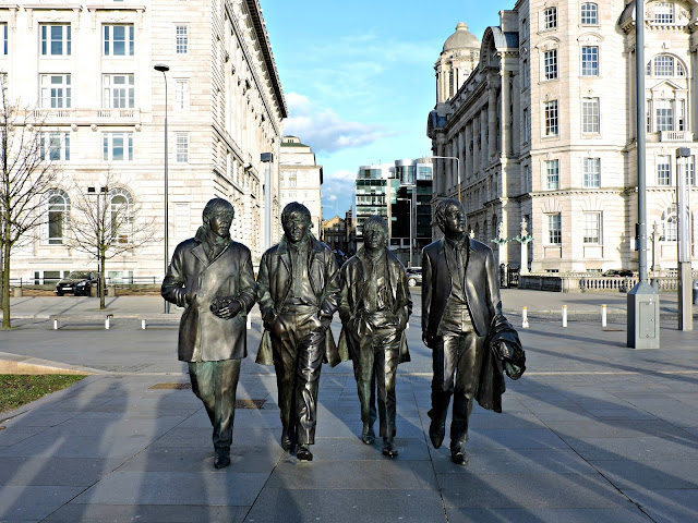 the beatles statue, liverpool city centre