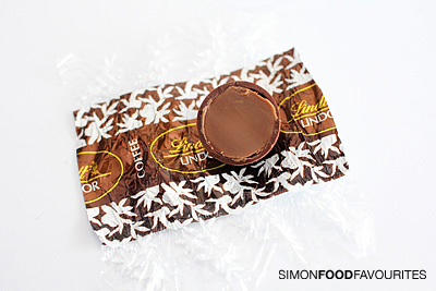Simon Food Favourites: Lindt Cafe: 17 Lindor Ball flavours