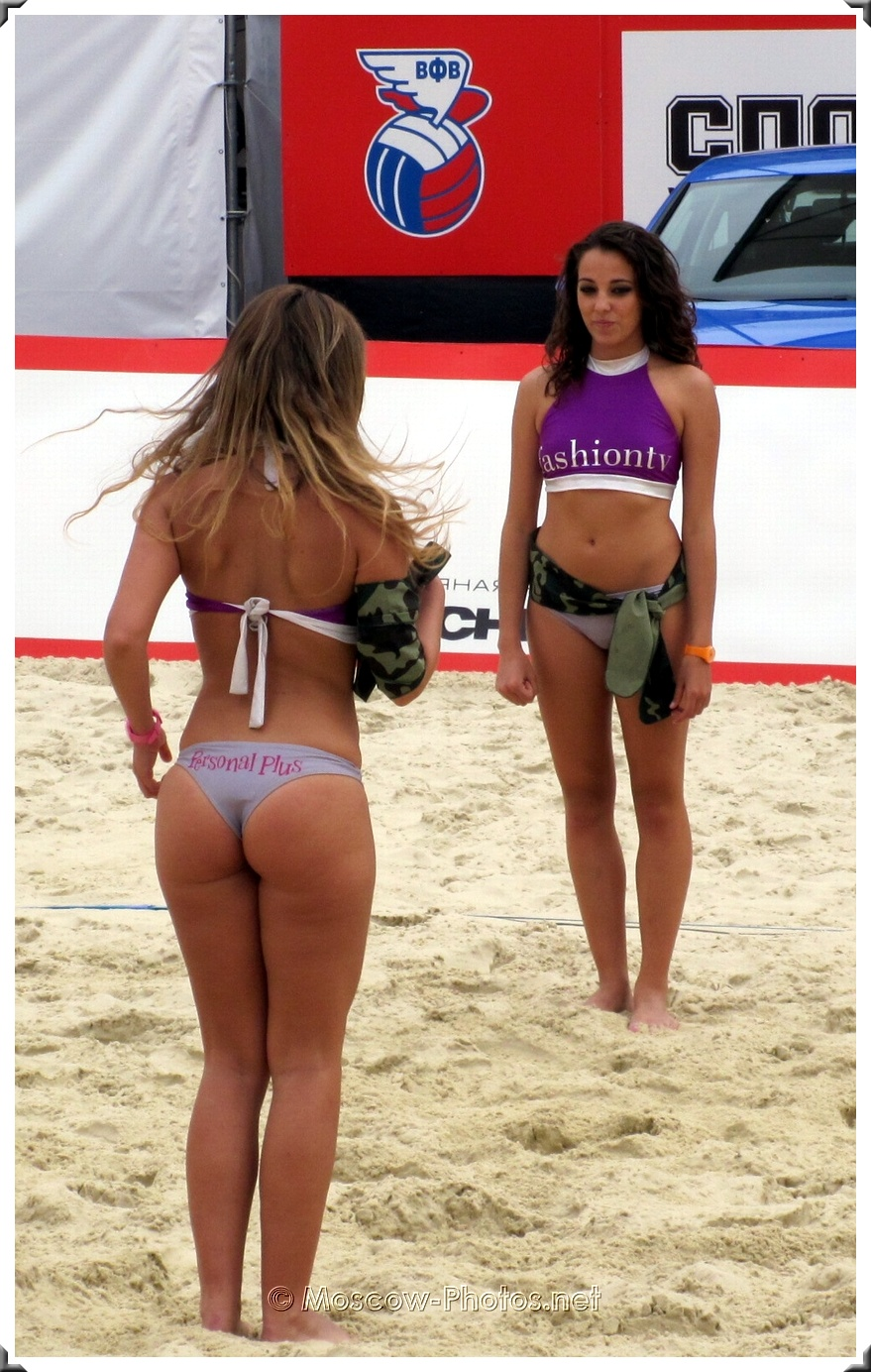 Beach Volley Bikini Cheerleaders
