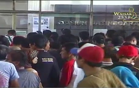 Ratusan Warga  tiket Kereta