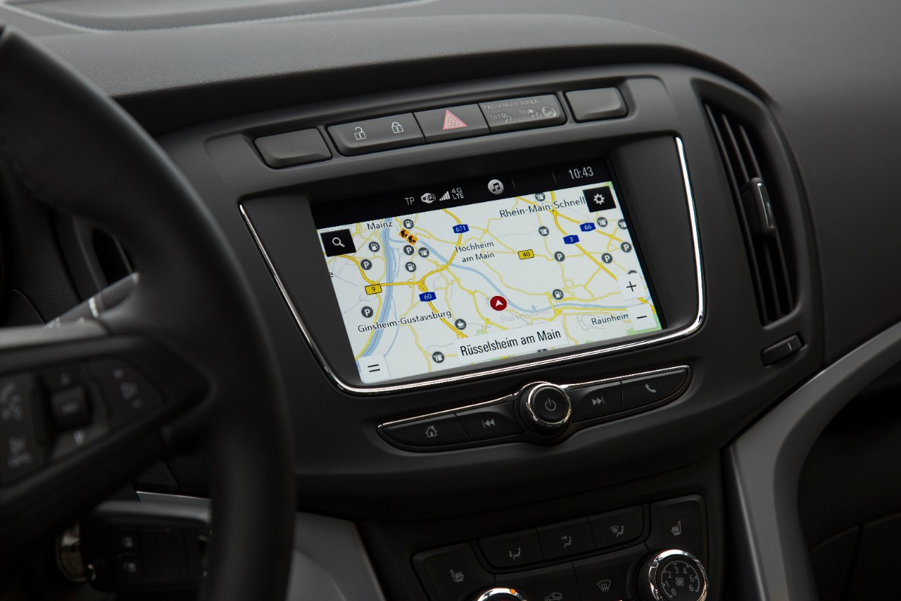 Riwal888 - Blog: Opel Zafira: Well-Connected Compact Van with New