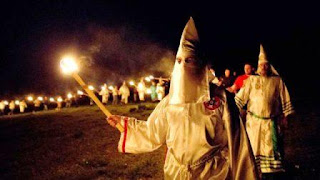 """Satanismo en Estados Unidos: El Ku Kux Klan quieren comenzar a """"Cazar"""" Latinos y borrarlos del mapa"""