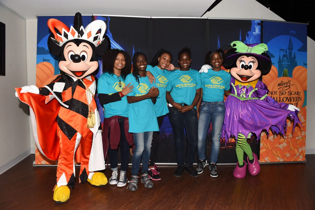 mickey and minnie surprise boys and girls club with a partying gift