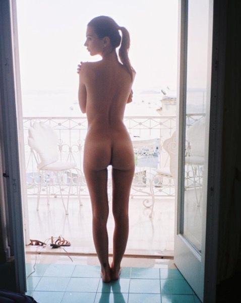 Emily Ratajkowski boob, Nude, Nipslip, Topless Photo