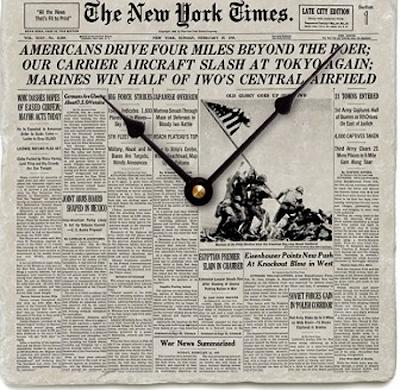 Reloj con forma de periódico