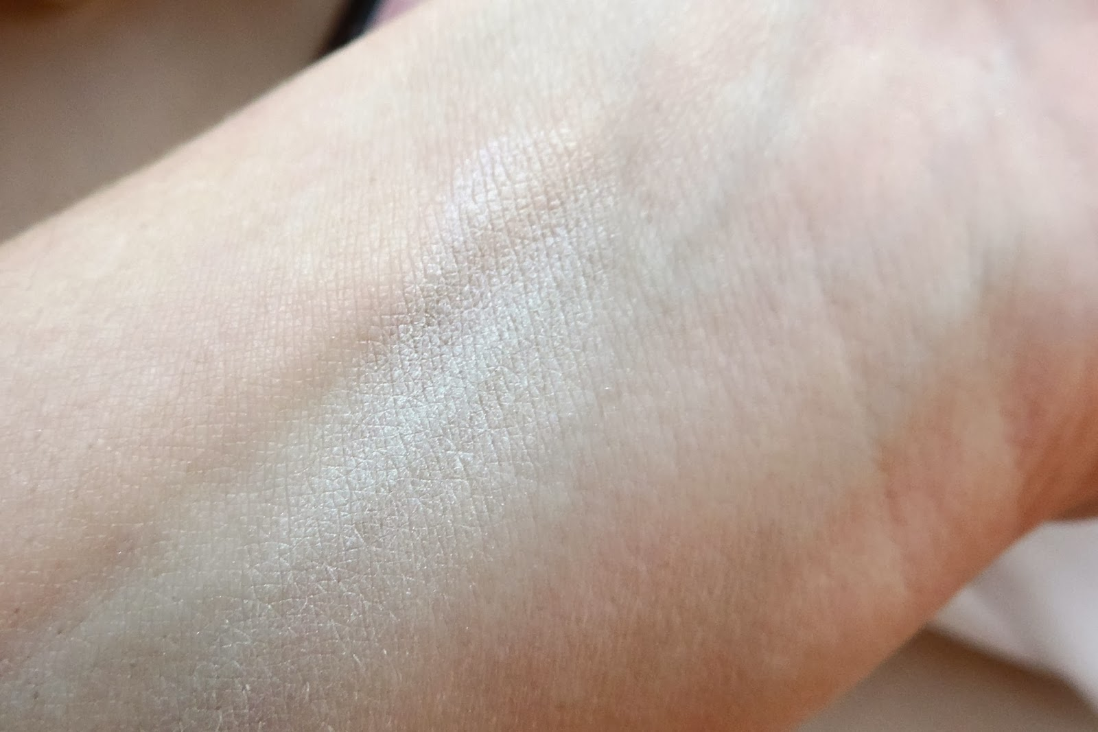 Radiant Finishing Powder by NYX Professional Makeup #6