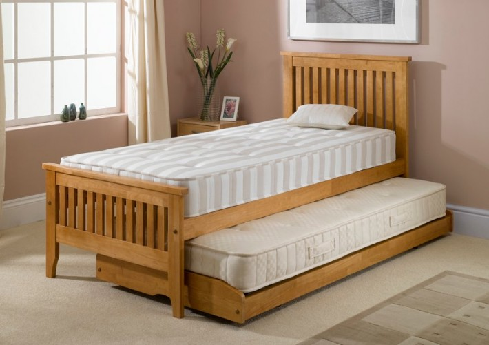A wide save space selection for storage under bed to - Maximize storage in small bedroom ...