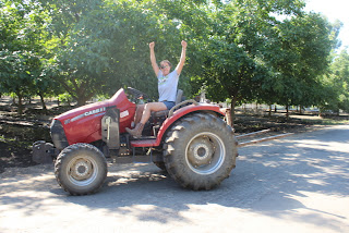 Meanwhile, Back At The Ranch...: Real women drive tractors!!!