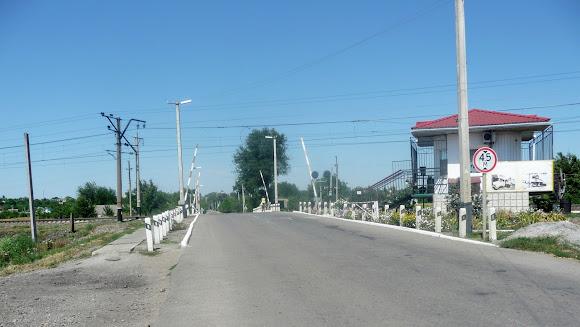 Васильковка. Железнодорожный переезд на ветке Синельниково – Чаплино