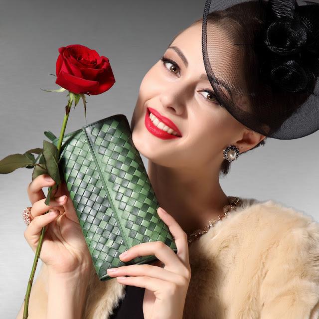 ví cầm tay là một phụ kiện được các chị em phụ nữ ai cũng muốn sở hữu