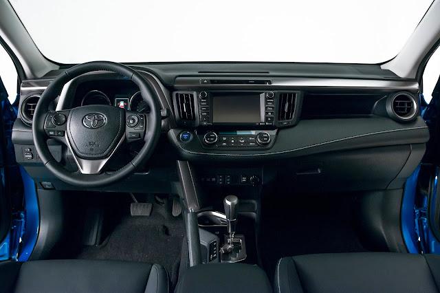 Interior view of 2018 Toyota RAV4 Hybrid SE AWD