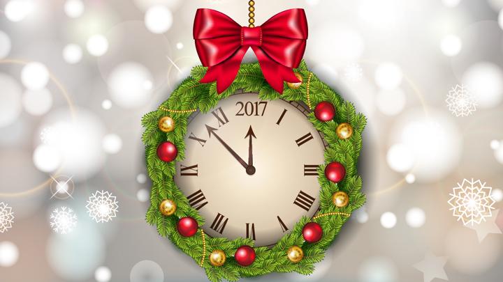 yeni yıl resimleri içinde saat 12'yi gösterirken 2017 yılına giriş