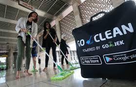 Driver Gojek Bersihkan Masjid Istiqlal