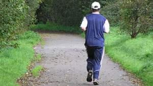 Olahraga di Desa itu Pemandangan yang Aneh, jogging di jalan desa