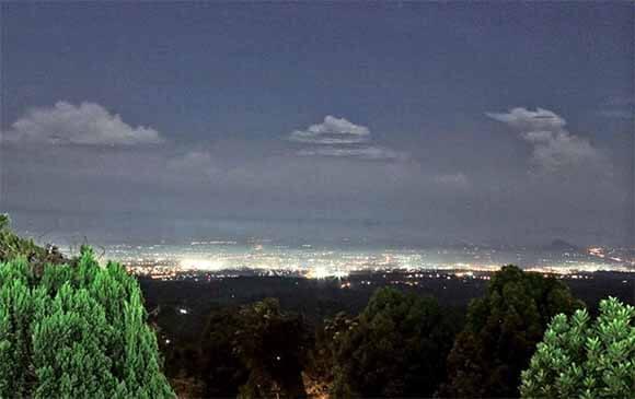 Pemandangan kota Jember dari Puncak Rembangan Jember