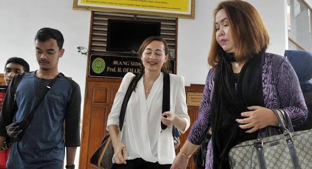 Gugatan Cerai Dewi Rezer Dikabulkan