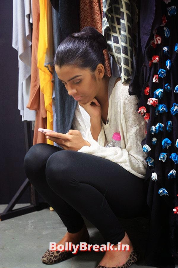 Reetee Dixit, Hot Models Backstage Pics - Lakme India Fashion Week