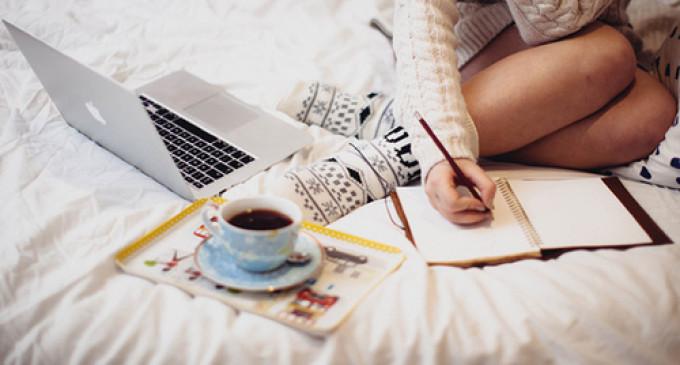 #AQUELAAJUDA Como ser universitária e blogueirinha literária ao mesmo tempo?