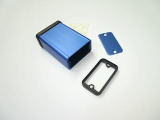 Caixa Hammond 1455D601 (versão em anodizado azul). Esta é a caixa recomendada para o projecto.
