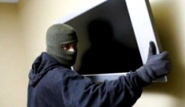 Έλληνας επικήρυξε με 5.000 ευρώ αυτούς που του έκλεψαν την τηλεόραση