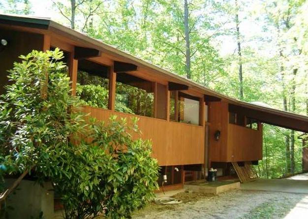 Viva cindy the mid century modern deck house for Acorn house designs
