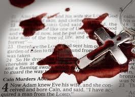 """Padre assassinado a facadas, com as palavras """"escória cristã"""" colocadas em seu corpo"""