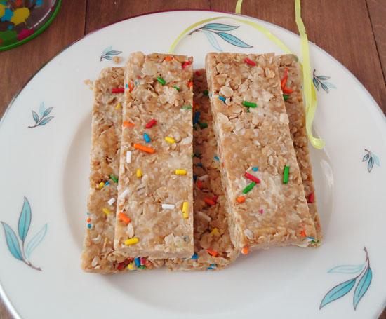no-bake funfettinutter granola bars| www.blahnikbaker.com