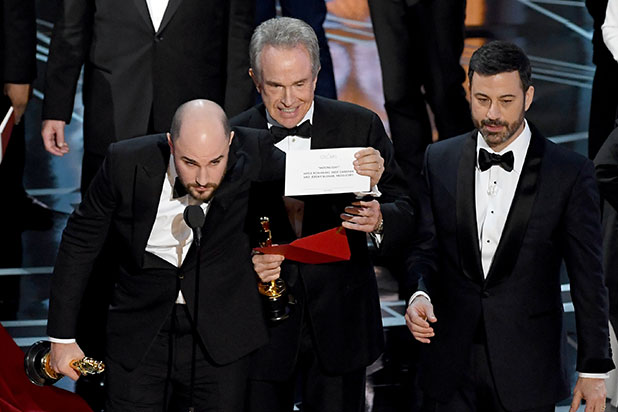 Se equivocan al anunciar a mejor película del año en los Oscar's 2017 (VIDEO)