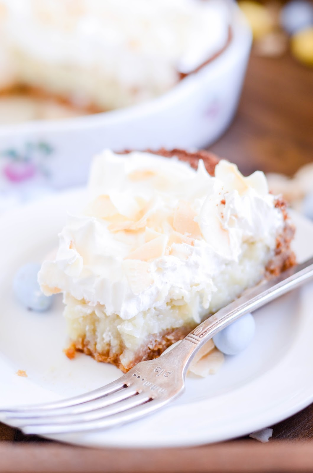 This beautiful and stunning coconut pie will impress everybody around the table at your Easter feast!