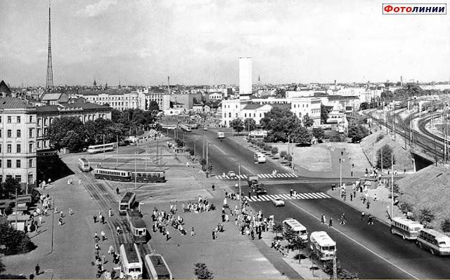 1963 год. Рига. Улица 13 Января. Вид на ж/д вокзал и привокзальную площадь.