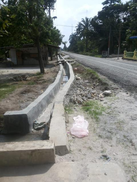 Warga Resah, Minta KPK turun dan periksa Pengerjaan Jalan di kab. Simalungun yang diduga asal asalan.