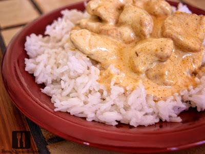 Piept de curcan cu sos de smântână cu curry