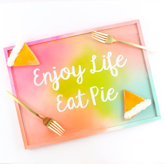 http://www.akailochiclife.com/2016/10/diy-it-gradient-typography-serving-tray.html