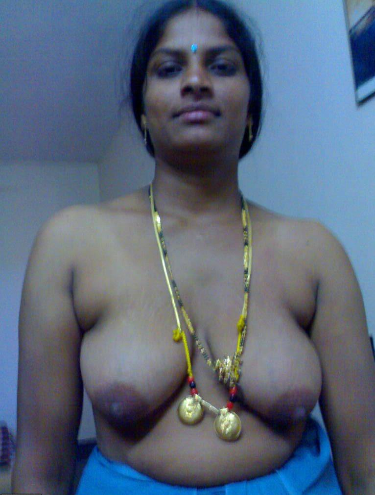 Sexy Andhra Aunty Stripping Off Saree Goes Nude Showing -1549