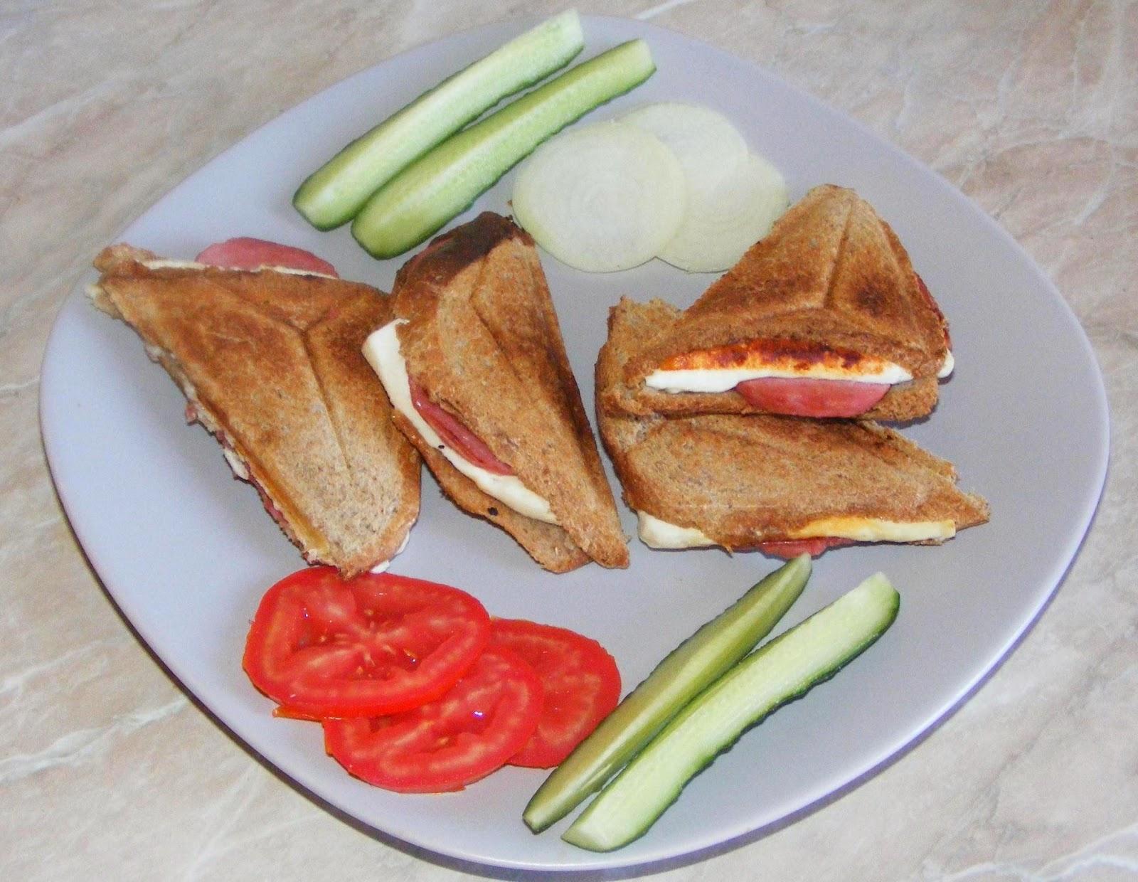 sandwich, sandwich la toaster, sandvis, sandvici, sendvici, sandwichuri, sandwich-uri, retete de mancare, retete mancare, gustari, gustare, retete rapide, retete usoare, sandwich retete, retete culinare, preparate culinare, sandwichuri la toaster, reteta sandwich,