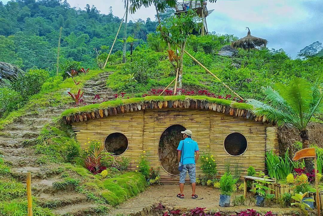 Rumah Hobbit Lembah Semilir Wisata Alam Baru Di Karanganyar