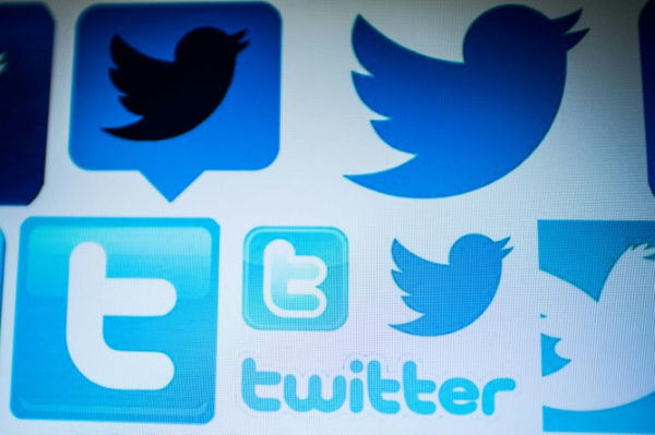 Twitter and Facebook delete some fake news accounts