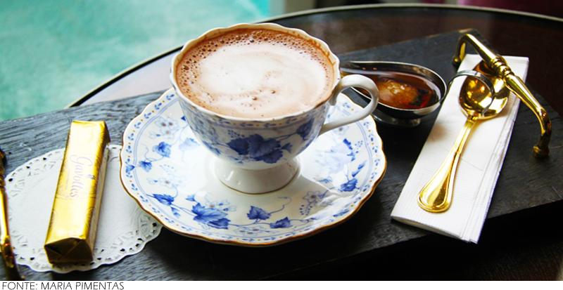 Chocolate quente com pimenta: Essa combinação, um pouco exótica, promete potencializar o efeito de esquentar o corpo que as bebidas quentes possuem. A receita também tem uma versão alcoólica feita com a adição do licor de cereja, que é totalmente opcional.