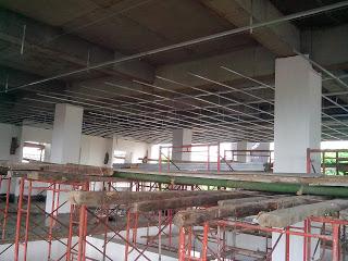 Pemasangan rangka plafon gypsum board di STTM
