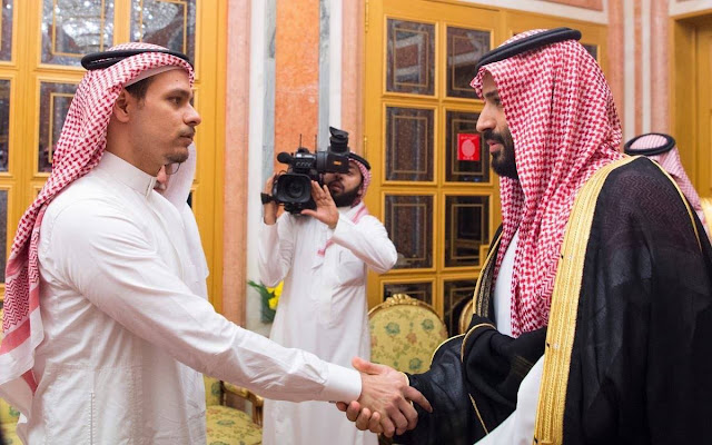 Salah El-Khashoggi shaking hands with Prince Mohamed Bin Salman in Riyadh    If looks can kill indeed.