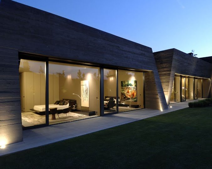 Modern Concrete House in Madrid