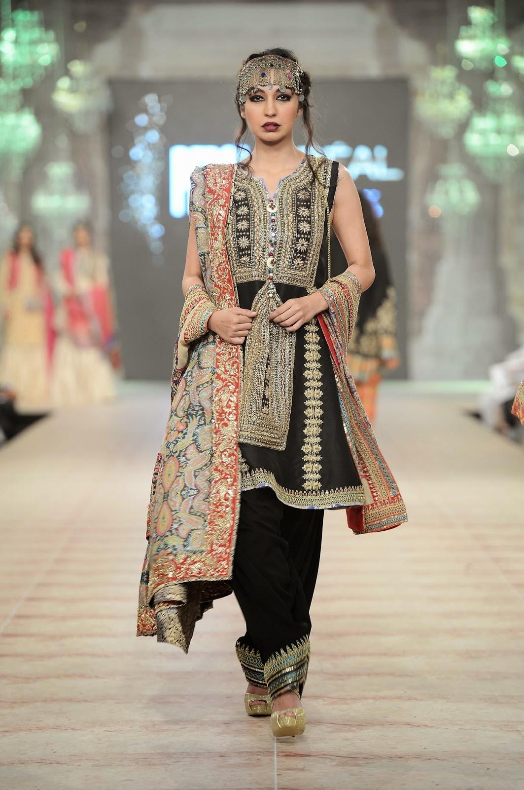 Rubya Chaudhry black shalwar