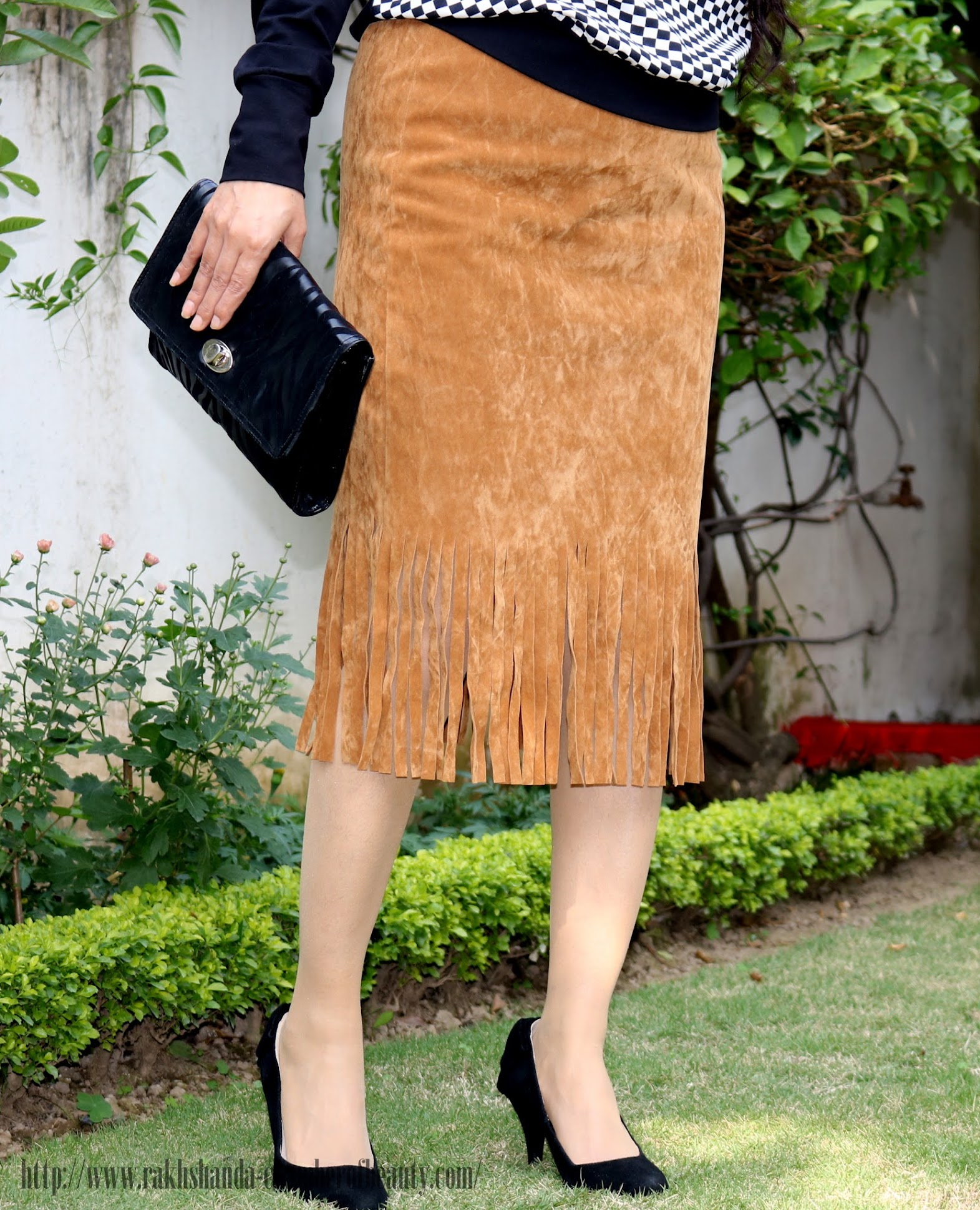 Styling tips to wear suede skirts, Styling a fringe hem suede skirt | Fashion trends 2015, Stalkbuylove suede skirt, Indian fashion blogger, Chamber of Beauty