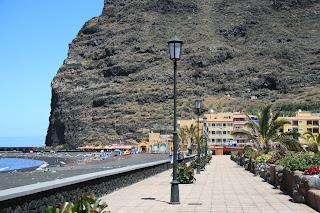 Esplanade between Tazacorte Marina and apartments at Tazacorte