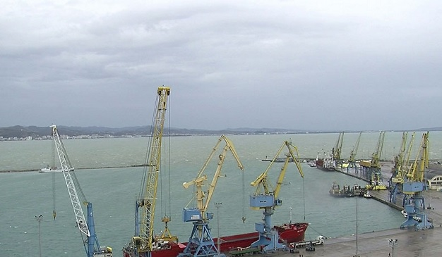 Storm hampers ferries in Vlora; Difficulties for cargo ships in Durres
